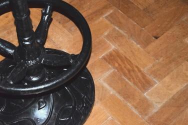 stool-detail